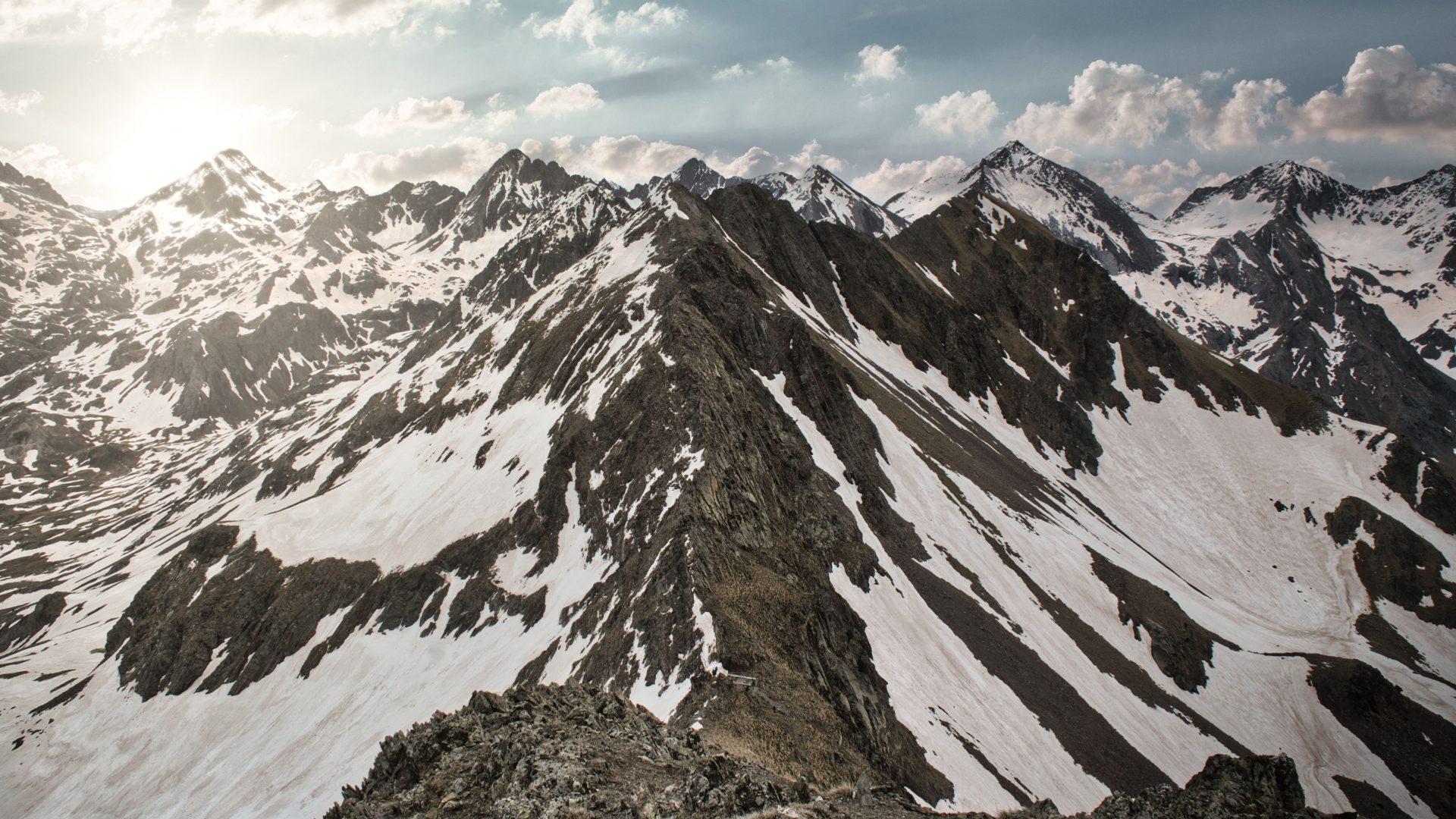 Vistas de Sancha Collons desde el pico Musales en el Valle de Te